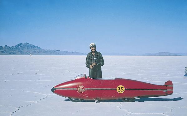 Hommage à Burt Munro, légende des courses automobiles